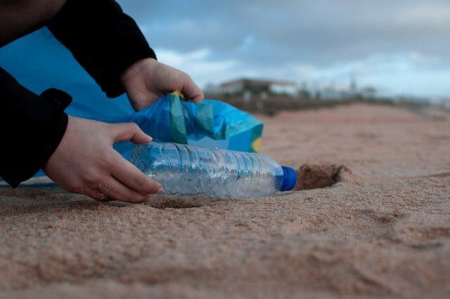 マイクロプラスチック海洋汚染への対策とは